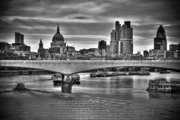 UK, London, The City and St. Paul's Cathedral, Waterloo Bridge over River Thames